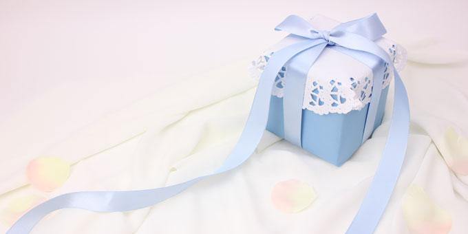 友人が婚約!何かプレゼントするべき?