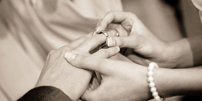 外国国籍の人と結婚する方法